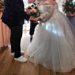 Dresses & Skirts - plus size princess wedding dress w/ lace sleeves